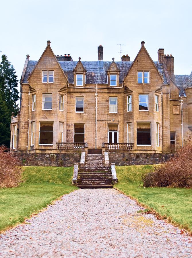 Glengarry Castle Hotel